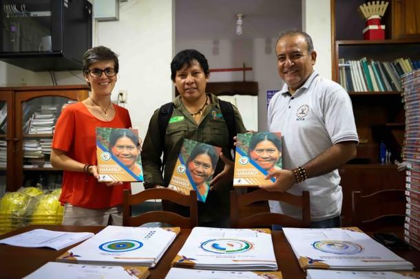 Conservación Amazónica - ACCA entrega ejemplares del libro Harakbut